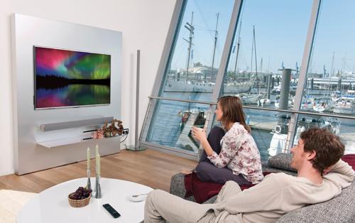 Germany, Hamburg, Man and woman watching tv